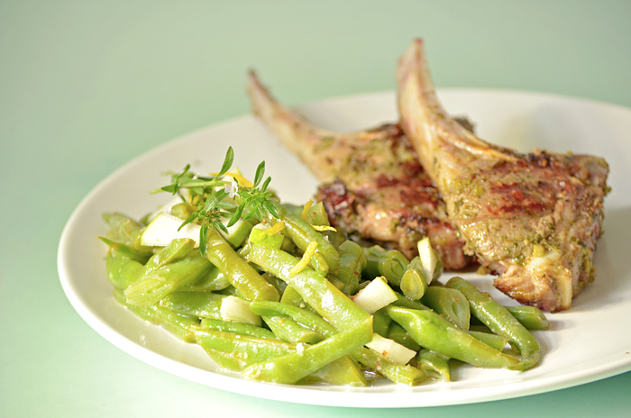 Lammkoteletts in Kräutermarinade mit Bohnensalat